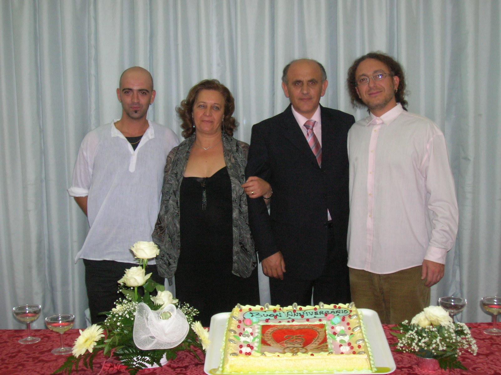 Castel Umberto 24-10-2006 - Venticinquesimo di Matrimonio di Nino e Aldina Rosario Moschitta - Aldina -Nino e Luigi Di Pino