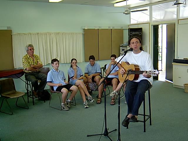Tully- Queensland - Australia - il cantastorie incontra gli alunni di origine siciliana