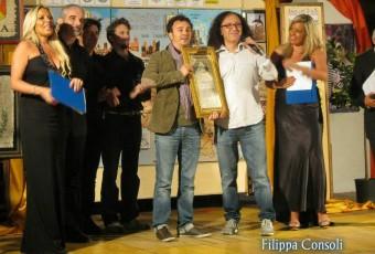 Fiumefreddo - Luigi consegna il Premio Cruyllas ai BEDDI